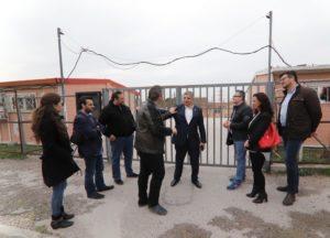 Πατούλης: Επισκέφθηκε το σχολείο που στεγάζεται σε κοντέινερ στο Μενίδι