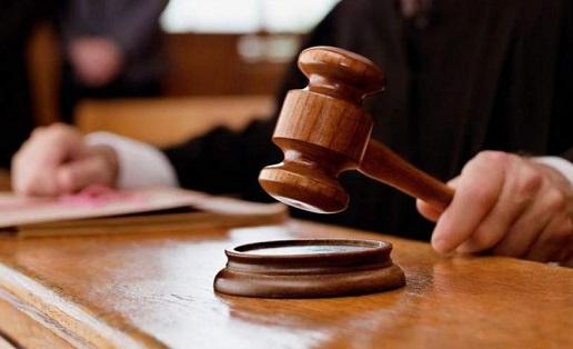 Ποινή 12 μηνών σε 53χρονο που συνελήφθη με ημίγυμνο 16χρονο στην Μεταμόρφωση