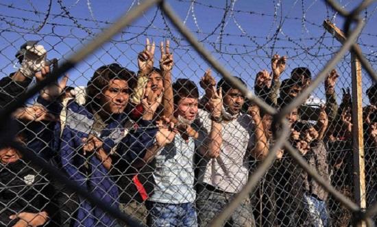 Κυβερνητικοί κύκλοι: Δεν θα δημιουργηθούν κλειστές δομές για μετανάστες σε στρατόπεδα