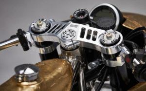 Μοτοσυκλέτα Ducati Scrambler από φύλλα ορείχαλκου που δένονται μαζί χάρη σε μια παραδοσιακή ιαπωνική τεχνική