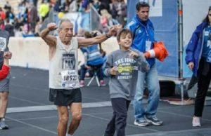 Ο μεγαλύτερος αθλητής του Κλασικού Μαραθωνίου της Αθηνάς ο 88χρονος αθλητής Στέλιος Πρασσάς