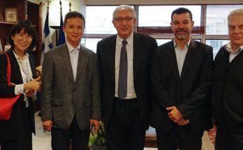 Ο Θεόδωρος Αμπατζόγλους συναντήθηκε σήμερα με το CEO της Samsung Electronics Hellas SA Θεόφιλου Σίν (Byung Moo Shin) στο Δημαρχείο της Πόλης.
