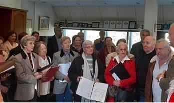 Κάλαντα στον Δήμαρχο Κηφισιάς Γιώργο Θωμάκο από την χορωδία των ΚΑΠΗ