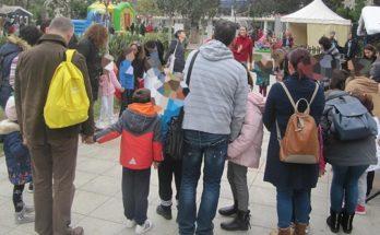 Στο παραμυθένιο εορταστικό σκηνικό στην Πλατεία Αγίας Λαύρας Αμαρουσίου μικρά και μεγάλα παιδιά ανακαλύπτουν την μαγεία των Χριστουγέννων