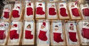 Σε νοσοκομείο του Τέξας στέλνουν τα νεογέννητα σπίτι μέσα σε χριστουγεννιάτικες κάλτσες