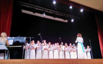 Μελωδικές ευχές από τον Σύνδεσμο για τη Βιώσιμη Ανάπτυξη στην εκδήλωση Παιδικών Χορωδιών στο Δημοτικό Θέατρο Πεύκης