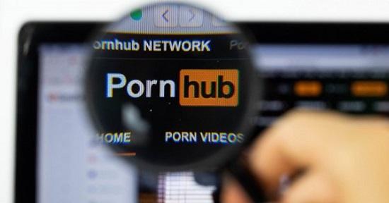 Κωφός έκανε μήνυση στο Pornhub γιατί τα βίντεο δεν έχουν υπότιτλους