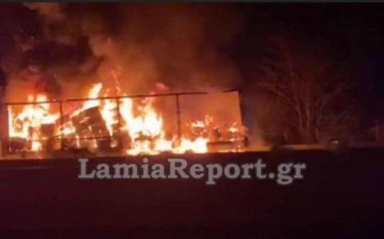 Φωτιά τα μεσάνυχτασε νταλίκα στην Αθηνών-Λαμίας είχε προκαλέσει ουρές περίπου δυο χιλιομέτρων