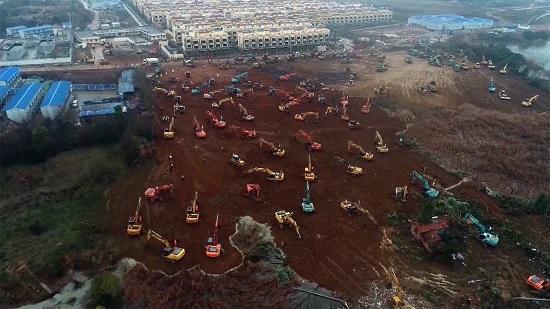 Χτίζουν νοσοκομείο σε 11 μέρες οι Κινέζοι για τον κορονοϊό - Εντυπωσιακές εικόνες από το έργο-αστραπή