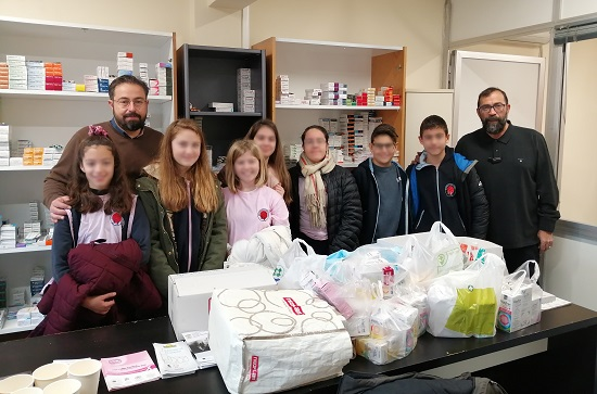 Μεγάλη ποσότητα φαρμάκων παρέδωσαν μαθητές του Δημοτικού Σχολείου της «Ελληνοαγγλικής Αγωγής» στο Κοινωνικό Φαρμακείο του Δήμου Αμαρουσίου