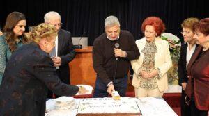 Την βασιλόπιτα του 2020 έκοψε ο Εξωραϊστικός και Πολιτιστικός Σύλλογος Αμαρουσίου στο Δημαρχείο παρουσία του Περιφερειάρχη Αττικής Γιώργου Πατούλη και του Δημάρχου Αμαρουσίου Θεόδωρου Αμπατζόγλου.