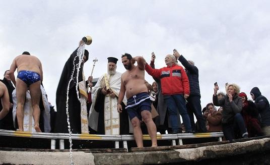 Ρίγη συγκίνησης για τα Θεοφάνεια στην ιστορική προκυμαία της Σμύρνης