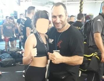 Έσπασε στο ξύλο ένα λαθρομετανάστη βιαστή μια 12χρονη αθλήτρια πολεμικών τεχνών