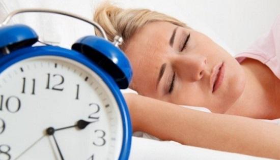 Έρευνα : Τόσο οι λίγες όσο και οι πολλές ώρες ύπνου συνδέονται με αυξημένο κίνδυνο για εμφάνιση καρκίνου στον πνεύμονα.