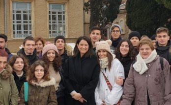 Μαθητές του 3ου Λυκείου Αμαρουσίου συνάντησε η Νίκη Κεραμέως στη Θεολογική Σχολή της Χάλκης
