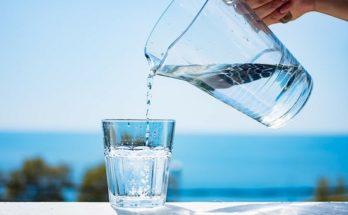 Νέα έρευνα : Όχι νερό με το ζόρι αλλά με βάση το πόσο διψάμε
