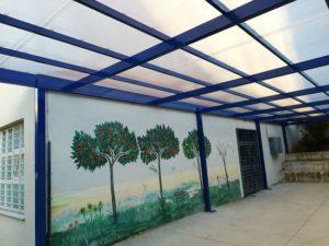 Διαπλάτυνση πεζοδρομίου και νέο στέγαστρο στο 5ο Δημοτικό Σχολείο Χολαργού