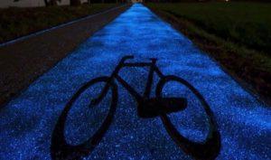 Κατασκεύασαν ποδηλατόδρομο στη Πολωνία που φωτίζεται με ηλιακή ενέργεια