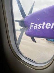 Κατέρρευσε η μεγαλύτερη περιφερειακή αεροπορική εταιρεία της Ευρώπης δυο μήνες μετά τη διάσωσή της από την κυβέρνηση της Βρετανίας λόγω του κορωνοϊού
