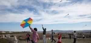 Καθαρά Δευτέρα: Γιατί τρώμε λαγάνα και πετάμε χαρταετούς