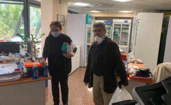 Μαρούσι: Προσφορά υγειονομικού υλικού ατομικής προστασίας από το Δήμο Αμαρουσίου στο προσωπικό του φαρμακείου του ΕΟΠΥΥ Αμαρουσίου