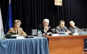 Το ΔημοτικόnΣυμβούλιo Αμαρουσίου ψήφισε ομόφωνα την εισήγηση Δημάρχου για αναστολή όλων των πολιτιστικών και αθλητικών προγραμμάτων και λειτουργίας των δημοτικών χώρων που εκτελούνται σχετικές δραστηριότητες.