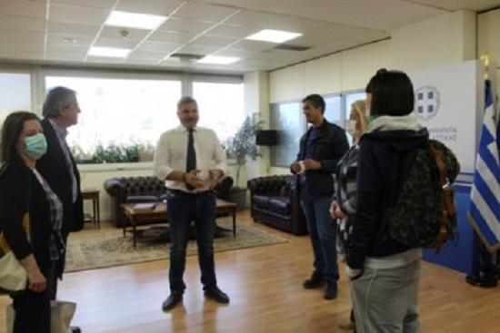 Περιφέρεια Αττικής: Δωροεπιταγές ενόψει του Πάσχα στους 330 εργαζόμενους του ΕΣΝΑ παρέδωσε ο Γ. Πατούλης