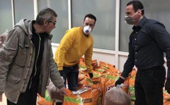 Περιστέρι : Ο Δήμος μοίρασε δωρεάν ξηρά τροφή για ζώα σε εθελοντές και συλλόγους που φροντίζουν για τα αδέσποτα ζώα στην πόλη