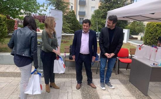 Λυκόβρυση Πεύκη : Δωρεά 20 tablets για τους μαθητές των Δημοτικών Σχολείων της πόλης