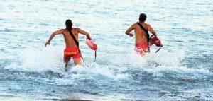 Ναυαγοσώστες για το καλοκαίρι στις παραλίες