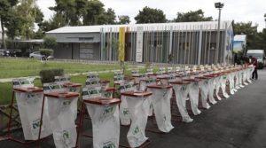 Παράδοση κάδων εσωτερικής ανακύκλωσης στους Δημάρχους Αγίων Αναργύρων – Καματερού Σ. Τσίρμπα και Πετρούπολης Σ. Βλάχο