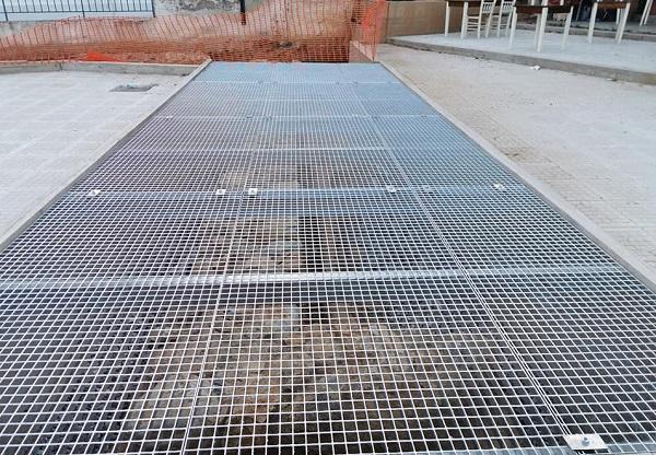 Ραφήνα Πικέρμι: Άρχισε η τοποθέτηση σχαρών στον αρχαιολογικό χώρο της υπό κατασκευή πλατείας δίπλα στο Ταχυδρομείο Ραφήνας