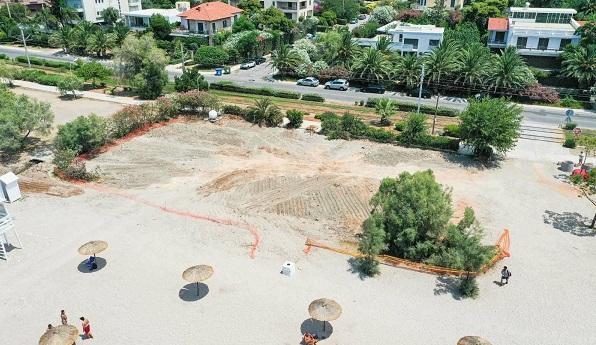 Γλυφάδα: Γκρεμίστηκε το παλαιό Sirocco στην παραλία