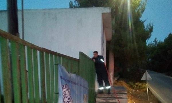Ραφήνα Πικέρμι: Μικρής έκτασης πυρκαγιά στο περιβάλλοντα χώρο του Κέντρου Υγείας Ραφήνας που προκλήθηκε από σπινθήρα σε κολώνα της ΔΕΗ