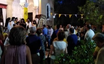 Κηφισιά: Χθες στο Παρέκκλιση του Σωτήρος στην πλατεία Κεφαλαρίου πλήθος πιστών παρακολούθησε την παράκληση στην Παναγία