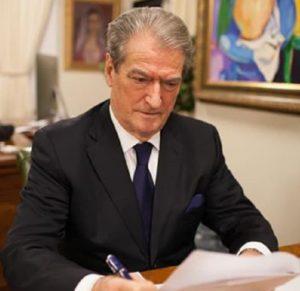 Αλβανία: Να ζητήσει ο Έντι Ράμα συγγνώμη από την Ελλάδα για τους αριθμούς της πανδημίας ζήτησε ο πρώην πρωθυπουργός της Αλβανίας ο Σαλί Μπερίσα