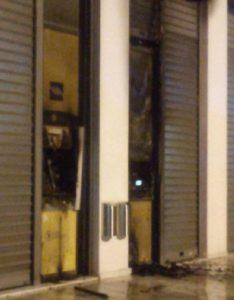 Λυκόβρυση Πεύκη : Πυρκαγιά από εμπρησμό σε ATM τράπεζας επί της Λ. Ειρήνης