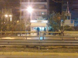 Η καντίνα της Μιχαλακοπούλου Μια από τις παλαιότερες καντίνες της Αθήνας είναι αυτή της Μιχαλακοπούλου 38 και Ηριδανού από το 1989. Ίσως να είναι η καντίνα με την περισσότερους πελάτες αφού ότι ώρα και αν περάσεις από το απόγευμα και μετά υπάρχει ουρά από πελάτες. Δοκιμάσαμε σάντουιτς με λουκάνικο και μπόλικο τυρί αλλά και σάντουιτς με κοτομπουκές. Δεν υπάρχουν λόγια απλά τέλεια . Η καντίνα στη Συγγρού 340 Από το 1992 η συγκεκριμένη καντίνα προσφέρει στου πελάτες της το πιο τέλειο τέλειο hot dog. Μην ρωτήσετε ποσά φάγαμε, δεν θα σας απαντήσουμε αλλά δικαιολογούμε όλους εκείνους που φανατικά τόσα χρόνια την στηρίζουν. Η καντίνα μπροστά στο Πάντειο Πανεπιστήμιο Η γνώση ως κόκκινη καντίνα που την τιμούν οι φοιτητές, οι καλλιτέχνες νυχτερινών κέντρων. Έχει όνομα στα hot dog αλλά το έχει πάει ένα βήμα πιο μπροστά. Εμείς σας συμβουλεύουμε να δοκιμάσετε το Village Dog που πέρα από το κλασικό ψητό λουκάνικο έχει και κρεμμυδάκι σοταρισμένο, ντομάτα, πατατάκια και προαιρετικά κέτσαπ, μουστάρδα ή και μαγιονέζα. Καντίνα ο Αλέκος στην Μαρίνου Αντύπα στο Νέο Ηράκλειο Η κορυφαία καντίνα στα Βόρεια Προάστια στην Μαρίνου Αντύπα στο Νέο Ηράκλειο. Κάθε βράδυ γεμάτη από τους φανατικούς φίλους της που απολαμβάνουν τα πιο νόστιμα σάντουιτς με τις πιο ψαγμένες γεύσεις. Καντίνα στο Πολεμικό Μουσείο Η Καντίνα ανοίγει από το πρωί και σερβίρει καφέ, τυρόπιτες ακόμα και πίτσα και μαγικό πραγματικά πεϊνιρλί . Βρίσκετε σε τέλειο σημείο και έχει θαμώνες όλες τις ώρες που δεν την αλλάζουν με τίποτα.