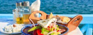 Ο Φάρος Ο Φάρος βρίσκετε στην Παραλία Μαραθώνα , πραγματικά πλάι στο κύμα . Μας τρέλανε το φρέσκο τους ψάρι αλλά και οι καπνιστή μελιτζανοσαλάτα ,ο μαρινάτος γαύρος αλλά και οι σπιτικοί ψαρομεζέδες που αποτελούν παράδοση πολλών χρόνων.