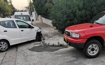 Βριλήσσια: Τροχαίο ατύχημα με σύγκρουση δύο αυτοκινήτων στην οδό Ταυγέτου και Αλφειού