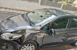 Βριλήσσια: Τροχαίο ατύχημα με ένα αυτοκίνητο που συγκρούστηκε με μια μηχανή στην οδό Πίνδου και Δωδεκανήσου