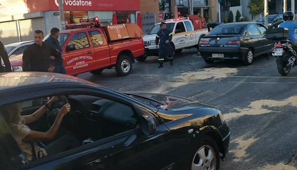 Βριλήσσια: Τροχαίο ατύχημα στην οδό Λ. Πεντέλης και Κύπρου με δυο αυτοκίνητο