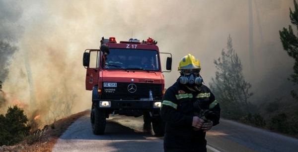 Παπάγου Χολαργός : Φωτιά βρίσκεται σε εξέλιξη αυτή την ώρα στον Καρέα