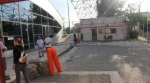 Ξεκίνησαν οι εργασίες στο 1ο Αθλητικό Κέντρο Γέρακα, στο πλαίσιο του μεγάλου έργου αναβάθμισης και των τριών αθλητικών κέντρων της δημοτικής ενότητας. Την Πέμπτη, ο Δήμαρχος Παλλήνης, Θανάσης Ζούτσος, επισκέφτηκε το εργοτάξιο και επιθεώρησε τις εργασίες.