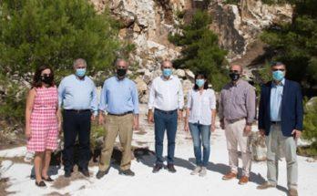 ΥΠΕΝ : Επίσκεψη Κωστή Χατζηδάκη στην Πεντέλη - Στόχος η περιβαλλοντική προστασία και ανάδειξη του βουνού
