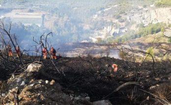 ΣΠΑΥ : Η πυρκαγιά στον Υμηττό στην περιοχή του Βύρωνα τέθηκε υπό μερικό έλεγχο