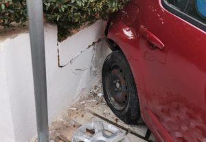 Βριλήσσια : Τροχαίο ατύχημα στην οδό Διός και Χελμού