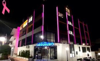 Νέα Ιωνία: Το Δημαρχείο φωταγωγήθηκε «ροζ» για τον μήνα Πρόληψης κατά του Καρκίνου του Μαστού