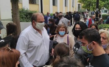 Χαλάνδρι: «Τα παιδιά πρέπει να είναι στα σχολεία» το μήνυμα του Σίμου Ρούσσου από τη συγκέντρωση αλληλεγγύης στην Ευελπίδων