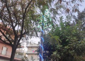 Νέο Ηράκλειο: Άρχισαν οι εργασίες στολισμού στην πόλη ενόψει των Χριστουγέννων